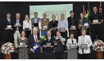 Prefeito e ex-prefeitos são homenageados em solenidade comemorativa aos 70 anos de Adamantina