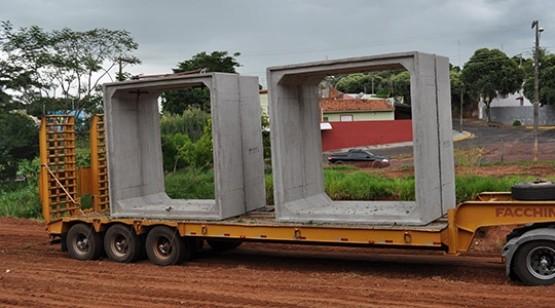 Parque dos Pioneiros começa a receber aduelas de concreto