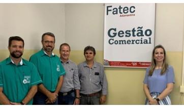 Empresários têm contato com o plano de negócios desenvolvidos pelos estudantes da Fatec Adamantina (Fotos: Divulgação).