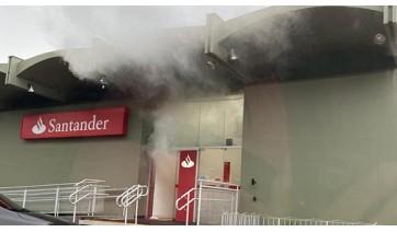 Fumaça em agência bancária assusta moradores