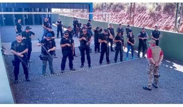 Policiais Civis do GOE de Adamantina fazem treinamento com espingarda calibre 12