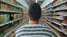 Supermercados deixam de aceitar catões do vale-alimentação de funcionários da Prefeitura