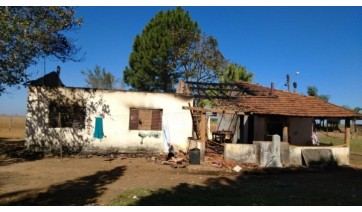 Menina de 3 anos morre carbonizada após residência pegar fogo em propriedade rural