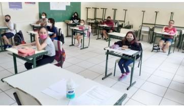 Escolas estaduais de Adamantina retomaram aulas presenciais hoje, com ocupação de 35%