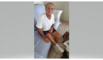 Em casa, José Moreira Castilho supera o susto após ter sido atacado por abelhas (Foto: Cedida).