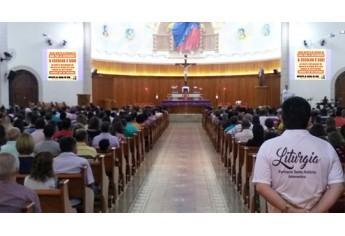 Antes das missas, a Paróquia Santo Antônio tem divulgado no telão da igreja, informações sobre a campanha (Foto: Assessoria de Imprensa/IR do Bem).