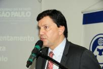 Secretário do Desenvolvimento Social assina convênios para região e faz palestra na UniFAI