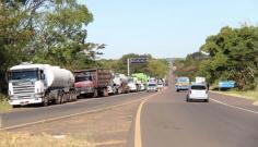 Cerca de 700 caminhões estão parados em oito pontos de manifestação na região