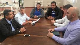Reunião com prefeito Márcio Cardim e vereadores Hélio José dos Santos e Acácio Rocha, em Adamantina (Foto: Da Assessoria).