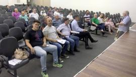Público na audiência pública, realizada no anfiteatro da Biblioteca Municipal (Foto: Siga Mais).
