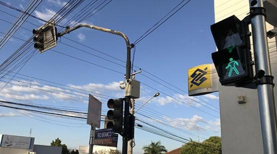 Prefeitura de Adamantina inclui tempo para pedestre em dois semáforos da cidade
