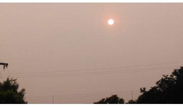 """Sol """"vermelho"""" é causado pelo excesso de poeira, fumaça e fuligens"""