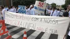 Estudantes de medicina terão desconto de 17% na mensalidade durante internado em Araçatuba
