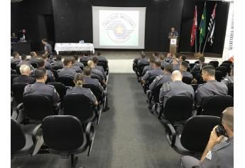 Solenidade de valorização do policial militar foi realizada em Adamantina (Foto: Siga Mais).