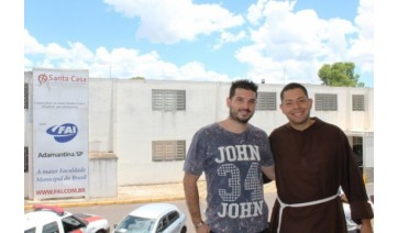 Show de Alexandre Pires: Gêmeos Pub traz ingresso solidário em prol da Santa Casa