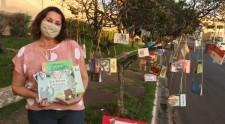 Com livros em árvores, professora estimula leitura em Adamantina