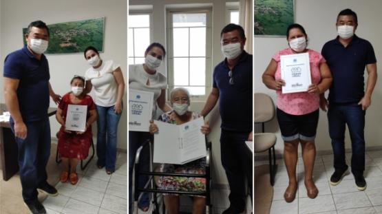 Em Mariápolis, famílias têm imóveis regularizados e recebem títulos de propriedade