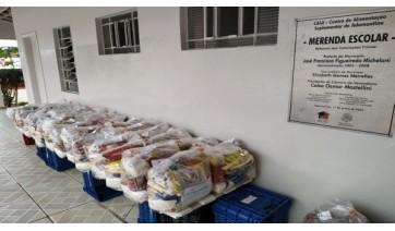 Prefeitura Adamantina entrega kits de alimentação escolar