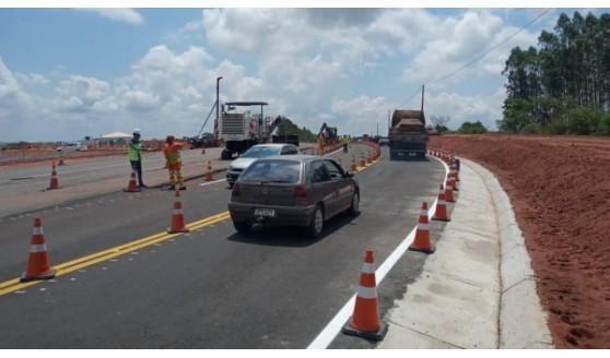 Tráfego tem desvio temporário para obras da praça de pedágio na SP-425 em Martinópolis