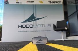 Rodovírtua, equipamento desenvolvido pela Artesp e DER/SP, coloca jovens e adultos na situação do motorista que dirige sob efeitos do álcool (Foto: Divulgação/Artesp).