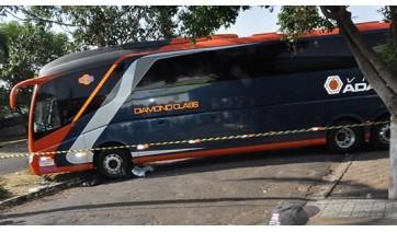 Mecânico que fazia reparo em ônibus morre ao ser esmagado pelo veículo em Pacaembu