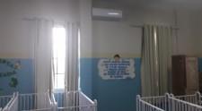 Aparelhos de ar condicionado são instalados nas creches com apoio de voluntários