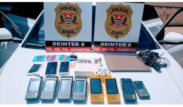 Entre os objetos apreendidos com a dupla, estão oito máquinas de cartão (Cedida/Polícia Civil).