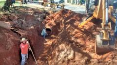 Prefeitura faz reparos na seção de tubos de concreto no Parque dos Pioneiros