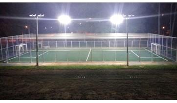 Quadra de futebol society volta a ser reservada para uso no período noturno