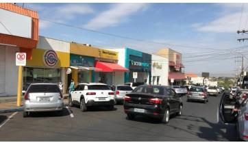 Rua Deputado Salles Filho, centro de Adamantina (Foto: Siga Mais).