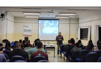 Palestra ?Mercado de trabalho, meu lugar é aqui?, conduzida por Vagner Rodrigues dos Santos (Foto: Cedida/Fatec).