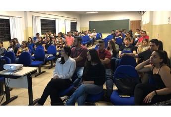 Estudantes acompanham palestras na Setec (Foto: Cedida/Fatec).