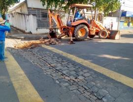 Secretaria de Obras atua na construção de novos sarjetões, como o ocorrido na Avenida das Rosas, Vila Jardim (Foto: Da Assessoria).
