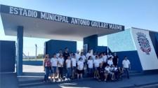 """Alunos da APAE visitam o estádio municipal """"Antônio Goulart Marmo"""""""
