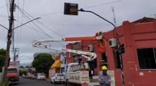 Com falhas, semáforo da Capitão x Adhemar de Barros é desligado temporariamente para manutenção