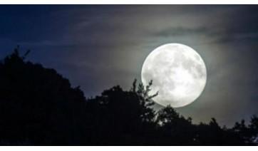 Nosso único satélite natural estará em seu ponto mais próximo da Terra e em sua fase mais luminosa: a da Lua cheia. A essa coincidência, os astrônomos dão o nome de Superlua (lustração).