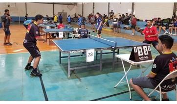 Mesatenista de Adamantina (à direita) participa da competição (Fotos: da Assessoria).