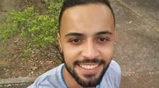 Rapaz de 23 anos morre após bater moto contra caminhão estacionado