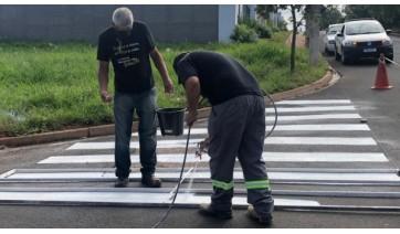 Departamento Municipal de Trânsito faz pintura de solo em bairros de Adamantina