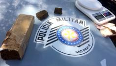 Polícia Militar prende dupla por tráfico de drogas