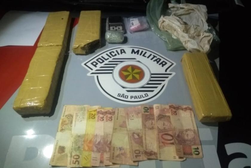 Passageiro de moto é preso por tráfico de drogas pela PM na vicinal Adamantina/Lucélia