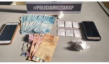 PM de Adamantina pende duas mulheres e um homem por tráfico de drogas