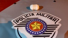 Homem é preso pela PM por tráfico de drogas após ser flagrado com cocaína