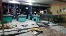 Motorista embriagado perde controle de veículo e invade supermercado