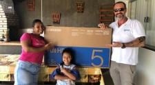 Moradora do Jardim Adamantina ganha smart TV em promoção da goodU pelo Dia do Consumidor