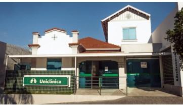 Espaço de saúde Uniclínica funciona de segunda a sexta-feira, das 8h às 17h30, na avenida Rio Branco, 297, centro de Adamantina (Divulgação).