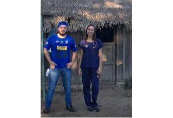 Bruno e Maria Eduarda na expedição Doutores Sem Fronteiras (Foto: Acervo Pessoal).