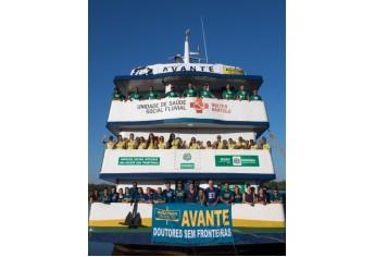 Embarcação que navegou com a equipe de voluntários do Doutores Sem Fronteiras (Foto: Acervo Pessoal).