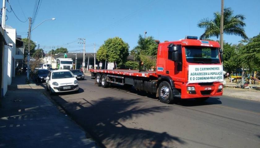 Carreata na manhã de domingo reforça apoio à pauta dos caminhoneiros