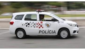 Homem procurado pela Justiça tenta fugir ao avistar viatura da PM, mas é capturado
